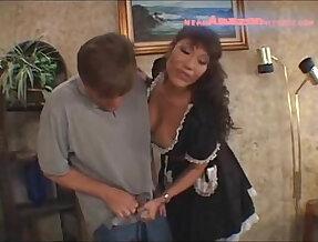 Maid ava devine facesitting
