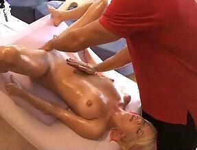Tessa Taylor massage