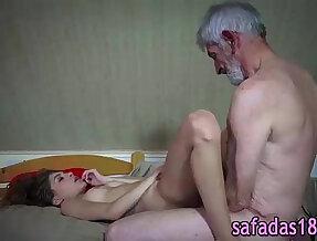 Novinha dando para avo tarado