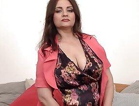 Majuscule nipples on big titted older Susan