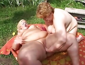 Check out really heavy SSBBW lesbians who enjoy fingering meaty cunts
